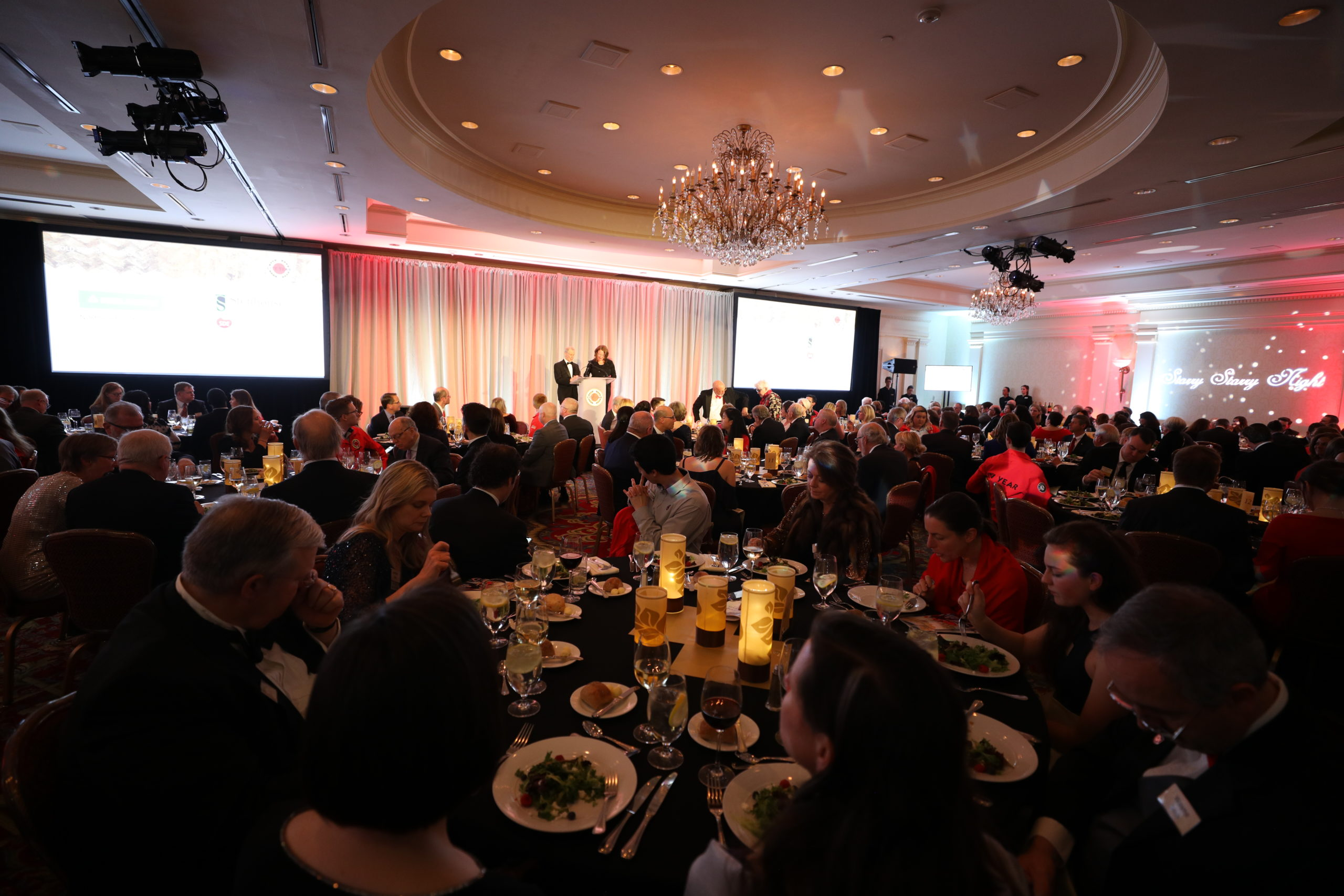Guests enjoy dinner at Starry Starry Night