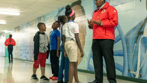 AmeriCorps member in Jacksonville, Florida speaks with a group of students.